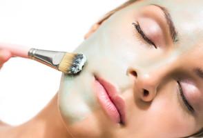 Нанесение косметической маски