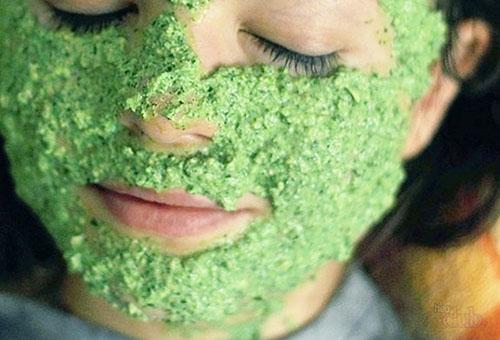 Отбеливающая маска из свежей зелени для лица