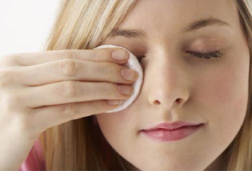 Компресс против аллергии на лице