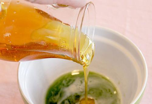 Приготовление медово-огуречной маски