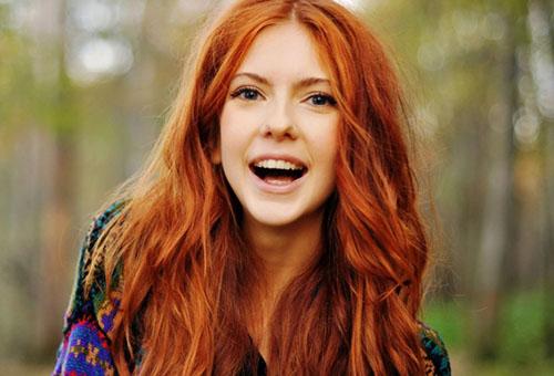 Рыжая девушка со светлой кожей