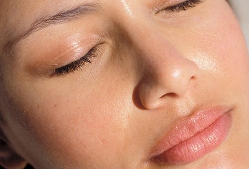 Жирная кожа - показание к применению матирующего крема