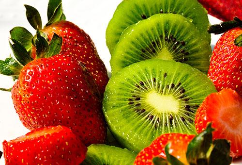 Клубника и киви для фруктового пилинга