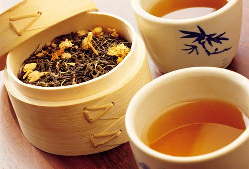 Травяной чай против белой пигментации на лице