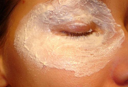 Домашняя маска для кожи вокруг глаз против отеков