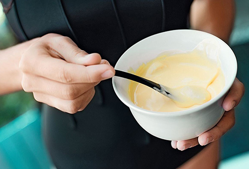 Приготовление маски для лица с персиковым маслом