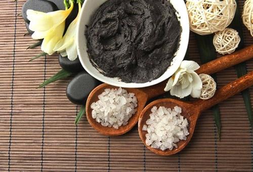 Ингредиенты для маски с черной глиной