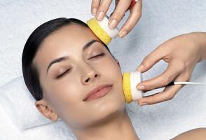 Салонная процедура для избавления от комедонов на лице