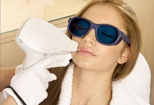 Процедура удаления волос на лице