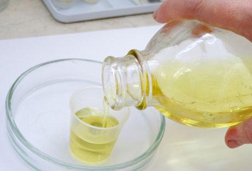Приготовление льняного масла для компресса
