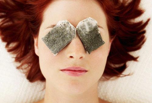 Чайные пакетики на глазах