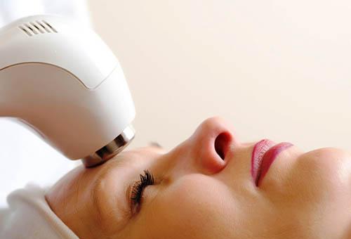 Салонная процедура по удалению мимических морщин