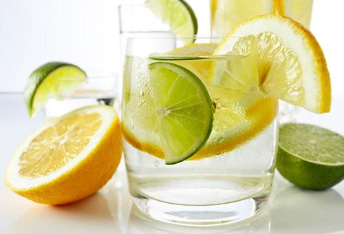Вода с лимоном и лаймом