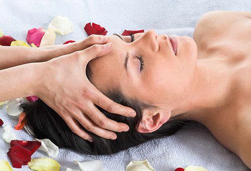 Точечный массаж головы в салоне