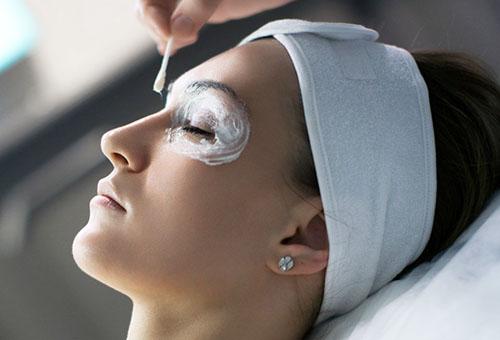 Применение маски вокруг глаз