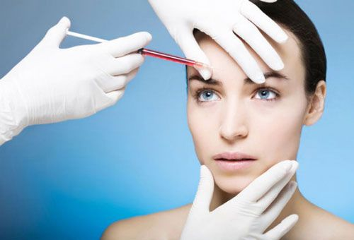 Введение инъекции в лоб