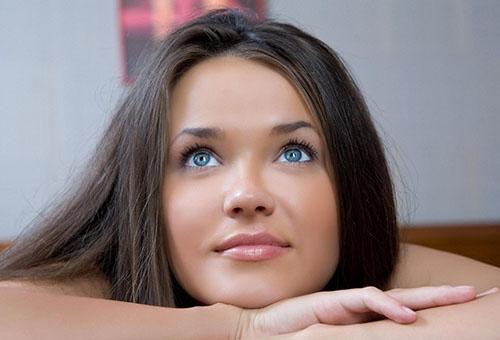 Девушка с красивой кожей лица