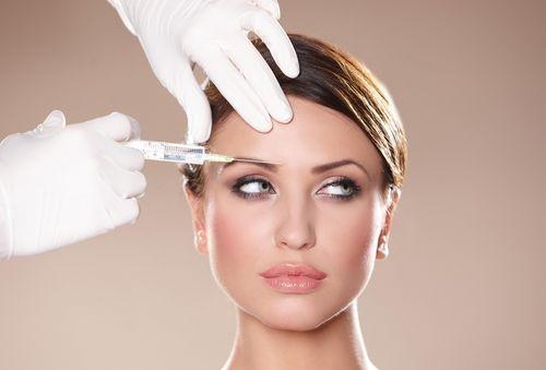 введение сыворотки в кожу лица