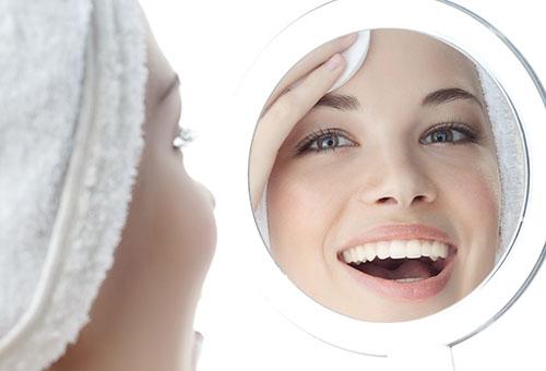 Снятие макияжа мицеллярной водой